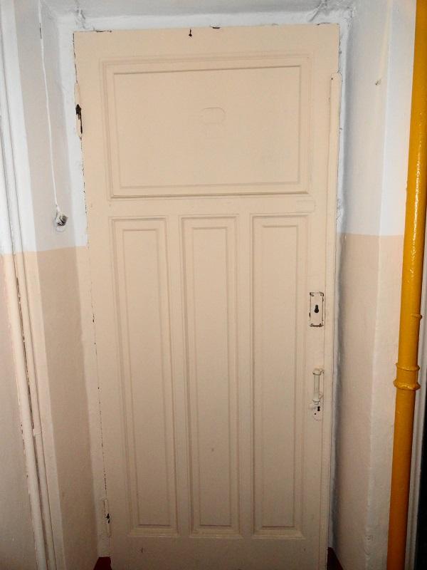 Дверь деревянная филенчатая