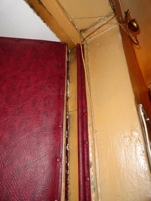 Установка валиков по внутренней стороне филенчатой двери